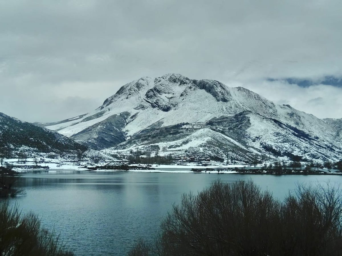 Pico Espigüete desde la ruta de los pantanos